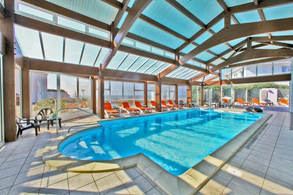 hotel-les-dunes-la-tranche-sur-mer-piscine-vue-mer